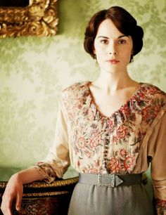"Michelle Dockery as Lady Mary Crawley on Downton Abbey sings: ""If you were the only boy in the world and I was the only girl"", while Matthew is missing in the war and her heart is breaking. Lady Mary Crawley, Downton Abbey Costumes, Downton Abbey Fashion, Downton Abbey Mary, Downton Abbey Castle, Downton Abbey Season 1, Moda Retro, Moda Vintage, Matthew Crawley"
