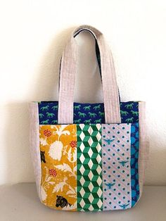 Super Tote by Noodlehead: I love this version! With a horse print from the Folk Modern collection for Kokka!