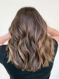 Side Swept Waves for Ash Blonde Hair - 50 Light Brown Hair Color Ideas with Highlights and Lowlights - The Trending Hairstyle Brown Hair Balayage, Hair Color Balayage, Hair Highlights, Blonde Hair, Light Brunette Hair, Partial Balayage Brunettes, Partial Highlights, Babylights Brunette, Baylage
