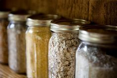 Protecting Your Food Storage From Pests - Clean, cool, dry storage areas are preferred. Avoid storing food in open containers on shelves. Keep food storage Best Survival Food, Survival Prepping, Emergency Preparedness, Survival Stuff, Survival Kits, Canning Jars, Canning Recipes, Jar Recipes, Mason Jars