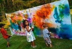 outside messy art just get a really old bed sheet even with stain thinking about getting rid of well hang it out side on a clothes line use cloth pins to hold the sheet and get your kids to be creative this also enhances creativity and get involve with th Summer Activities, Activities For Kids, Outdoor Activities, Projects For Kids, Art Projects, What A Nice Day, Messy Art, Ecole Art, Outdoor Art