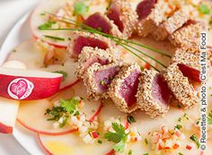 Sesame-marinated tuna tataki on a bed of Pink Lady® apples with a refreshing and light sauce.