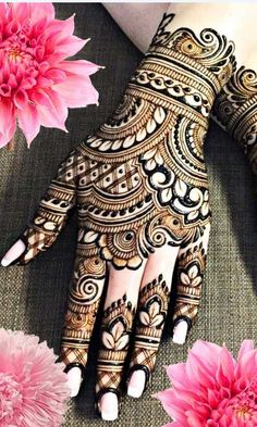 From weddings to engagements, from festivals to parties, here are 101 latest mehendi designs for 2019 for all occasions. Discover some chic new mehndi trends! Indian Henna Designs, Latest Bridal Mehndi Designs, Pretty Henna Designs, Full Hand Mehndi Designs, Khafif Mehndi Design, Mehndi Designs 2018, Mehndi Designs For Girls, Mehndi Designs For Beginners, Modern Mehndi Designs