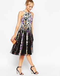 Imagen 4 de Vestido a media pierna con estampado floral oscuro y diseño acampanado en tejido de malla de ASOS TALL
