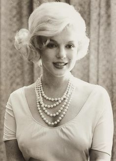 Marilyn in Pearls