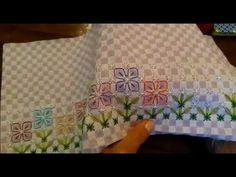BORDADO EM TECIDO XADREZ - PANO DE COPA JARDIM ENCANTADO - YouTube Menhdi Design, Placemat Design, Chicken Scratch Embroidery, Bargello, Hand Stitching, Needlework, Embroidery Designs, Decorative Boxes, Cross Stitch