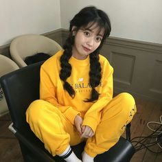 4 Work-From-Home Outfit Ideas From Korean Celebrities To Boost Your Productivity School Looks, Iu Fashion, Korean Fashion, Spring Fashion, Fashion Tips, Korean Girl, Asian Girl, Korean Style, Cosmic Girl