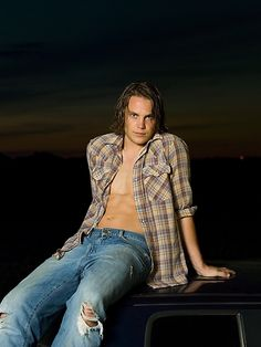 I've never liked looking at a long haired tv star as much as this one.  Friday Night Lights