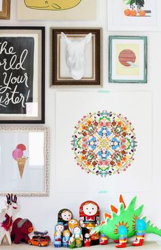 Sticker mandala tutorial inspired by Lauren Vardell's sticker art from Honestly WTF. Home Crafts, Diy Home Decor, Diy And Crafts, Diy Projects To Try, Craft Projects, Diys, Kids Stickers, E Design, Drawing