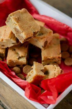 Blondies met kruidnoten - Francesca Kookt I Love Food, Good Food, Blondies, Tooth Cake, Blondie Brownies, Cake Cookies, Cornbread, Baked Goods, Cooking Recipes