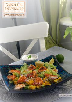 Błyskawiczna sałatka z grillowanym kurczakiem, słodkim mango, kwaskową limonką, pikantnymi płatkami chili i łagodnym jogurtem greckim http://www.zmgorzyca.pl/index.php/pl/kulinarny/przyjecia/398-kurczak-z-mango-5