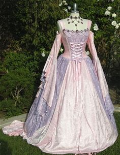 Buy Gwendolyn Cinderella Medieval or Renaissance Wedding Gown 2 Tone your Color and size at Wish - Shopping Made Fun Costume Renaissance, Renaissance Mode, Renaissance Wedding, Renaissance Fashion, Renaissance Clothing, Moda Medieval, Medieval Dress, Vintage Outfits, Vintage Dresses