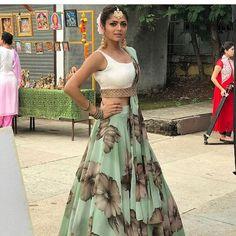 Silsila Badalte Rishton Ka: Drashti Dhami aka Nandini Outfits Are Major Fashion Goals! Green Lehenga, Indian Lehenga, Floral Lehenga, Anarkali Lehenga, Silk Lehenga, Sharara, Anarkali Suits, Bridal Lehenga, Silk Sarees