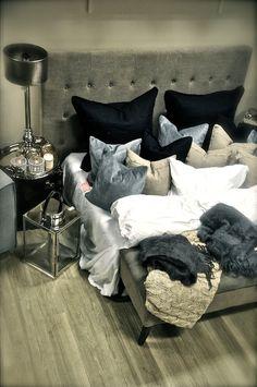 Interiør Blogg – Villa Paprika | lantern and lots of pillows