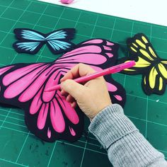 A @ladypecas le estoy preparando unas mariposas para su habitación #manualidadesconniños #manualidades #manualidadesinfantiles #hoynohaycole