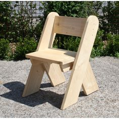 Use your Do It Yourself skills to construct your very own dining-room chair, lounger, or a colorful perch for the kids Woodworking Furniture, Pallet Furniture, Garden Furniture, Woodworking Projects, Teds Woodworking, Furniture Plans, Wood Bench Plans, Table Plans, Articles En Bois