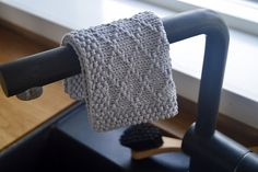Ravelry: Diamond Brocade Dishcloth pattern by Henriette Schwarz Purl Stitch, Dishcloth, Stockinette, Needles Sizes, Washing Clothes, Ravelry, Lilac, Knitting, Diamond