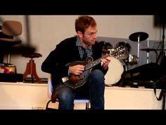 ▶ Chris Thile with his Lloyd Loar mandolin (#75316) - YouTube