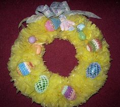Plastic Bag Easter Wreath Craft - Bag For Women And Babies Egg Crafts, Easter Crafts, Holiday Crafts, Christmas Diy, Easter Decor, Easter Ideas, Plastic Bag Crafts, Recycled Plastic Bags, Plastic Baskets
