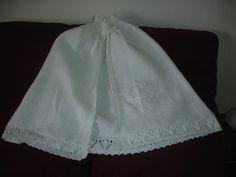 Cape traditionnelle de baptême tricotée à la main, bébé, taille unique : Mode Bébé par bapteme-des-anges Cape de baptême vendue sur http://www.alittlemarket.com/boutique/bapteme_des_anges-66304.html