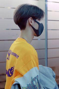Mark Blonde Hair Korean, Korean Hair Color, Men Hair Color, Asian Boy Haircuts, Asian Haircut, Shot Hair Styles, Hair And Beard Styles, Korean Men Hairstyle, Korean Haircut Men