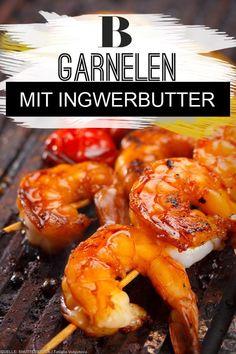 Grillrezepte: Die besten Rezepte fürs Grillen. Garnelen lassen sich ganz einfach grillen – in nicht mal fünf Minuten sind sie gar. Und die selbst gemachte Ingwerbutter mit Limette und Minze ist einfach perfekt dazu. Zum Rezept: Garnelen mit Ingwerbutter. #grillen #garnelen #grillidee #kräuterbutter #fisch #rezept Barbecue Grill, Grilling, Grill N Chill, Shrimp, Food And Drink, Meat, Cooking, Foodies, Party