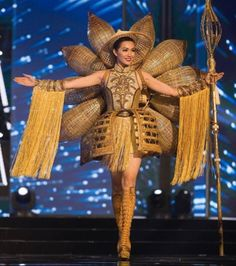 Miss Vietnam 2016 National Costume Miss Universe Costumes, Miss Universe National Costume, Fashion 2020, Fashion Show, Miss Vietnam, Recycled Dress, Music Festival Outfits, African Print Fashion, Beauty Pageant