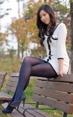 Enjoying nature in pantyhose : What a lovely way to walking in the park. She is showing off her legs in black pantyhose and black peep toe high heels Pantyhose Outfits, Pantyhose Legs, Nylons Heels, Black Nylons, Looks Pinterest, Look Girl, Stockings Legs, White Mini Dress, Dress Black