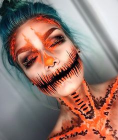 Looking for for ideas for your Halloween make-up? Check out the post right here for creepy Halloween makeup looks. Image Halloween, Creepy Halloween Makeup, Halloween Inspo, Halloween Tutorial, Halloween Makeup Looks, Scary Makeup, Halloween Kostüm, Sfx Makeup, Halloween Pumpkin Makeup