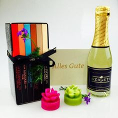 Nette Geschenke Online-Shop - Geschenke * Geschenkboxen Champagne, Bottle, Drinks, Guy Presents, Gifts For Women, Mother's Day, Christmas Gifts, Packaging, Drinking