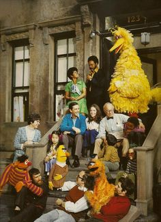 The Original Cast of Sesame Street, aired 1969~1970. Oscar the grouch's fur was orange then.  ☆セサミストリートのオリジナル・キャスト。オスカーの毛皮は最初オレンジ色だった!