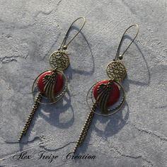 Bijou créateur - boucles d'oreilles dormeuses bronze intercalaires estampes ethniques breloques ailes d'ange et sequins émaillés rouge