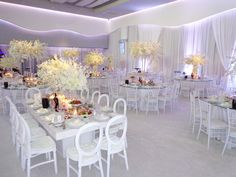 Gorgeous dendrebium orchids. All white wedding.