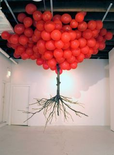 """Balloon Tree"", Art Installation by Myeongbeom Kim (.and yes I'm from that generation that hears red balloons"" / ""neunundneunzig luftballons"" on seeing this ~ Carol @ Merrin Joinery) Balloon Tree, Red Balloon, Flying Balloon, Balloon Chandelier, Balloon Display, Land Art, Blog Art, Instalation Art, Stage Design"
