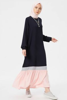The perfect addition to any Muslimah outfit, shop Benin's stylish Muslim fashion Navy Blue - Powder - Crew neck - Unlined - Dresses. Find more Dress at Modanisa! Muslim Dress, Hijab Dress, Hijab Outfit, Dress Muslimah, Modest Dresses, Modest Outfits, Long Dresses, Cute Outfits, Abaya Fashion