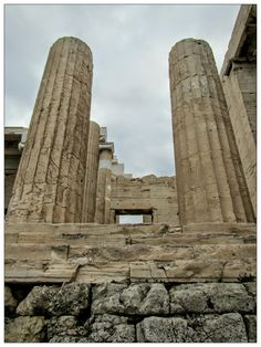A wonderful photograph by +Stefan Braunshirn of the columns of the Propylaia / Propylaea (Προπύλαια), the towering entrance to the citadel of the Acropolis (Ακρόπολη Αθηνών). Paros, Santorini, Acropolis Greece, Greece Mythology, Greece History, Famous Architecture, Holiday Places, Parthenon, Future Travel
