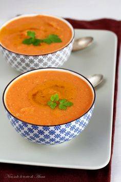 Red Lentil Soup- Vellutata di lenticchie rosse The velvety red lentils, excellent - Red Lentil Soup, Lentils, Curry, Food Porn, Good Food, Food And Drink, Cooking Recipes, Fruit, Ethnic Recipes
