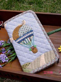 慧果国画拼布馆_新浪博客 Japanese Patchwork, Japanese Quilts, Patchwork Bags, Quilted Bag, Patch Quilt, Applique Quilts, Bag Patterns To Sew, Quilt Patterns, Food Pillows