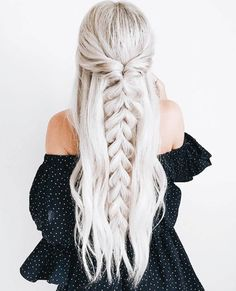 >>>Visit>> 50 Ash Blonde Hair Color Ideas 2019 Ash blonde is a shade of blonde that's slightly gray tinted with cool undertones. Todays article is all about these pretty 50 Ash Blonde Hair Color. Ash Blonde Hair, Blonde Balayage, Blonde Highlights, Ice Blonde, Blonde Color, Ash Hair, Blonde Braids, Grey Hair, White Hair
