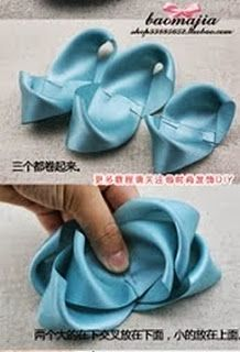 """""""Compartilhando passo a passos"""": """"LAÇOS PARA CABELO"""" Ribbon Hair Bows, Bow Hair Clips, Pale Pink Hair, Plastic Bottle Flowers, Fabric Ribbon, Ribbon Crafts, Girls Bows, Bare Foot Sandals, Flower Making"""