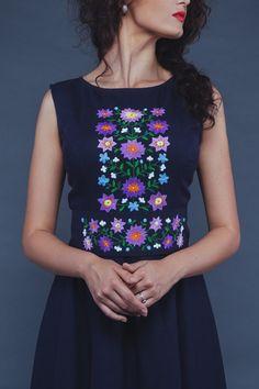Лляна темно-синя сукня класичного елегантного крою | Бутік-ательє «Отаман»