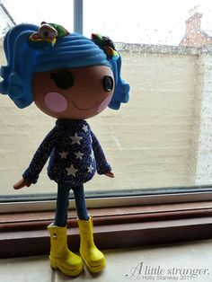 I am newly obsessed with Monster High and Lalaloopsy dolls.  ALS CUSTOM MADE this adorable Coraline Lalaloopsy!!!  I NEEEEED HER!