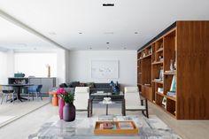 Integração foi a palavra chave do projeto deste apartamento belíssimo. Veja mais fotos em www.youcanfind.com.br