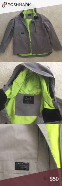 ❄️🏂Oakley gray snow / ski jacket, Men's Large Men's Oakley Gray snow jacket, size large. Neon green lining. This jacket is in great condition. It's never too early to shop for the winter season! ❄️ Reasonable offers will be considered. Happy Poshing! Also available on Merc. Oakley Jackets & Coats Ski & Snowboard