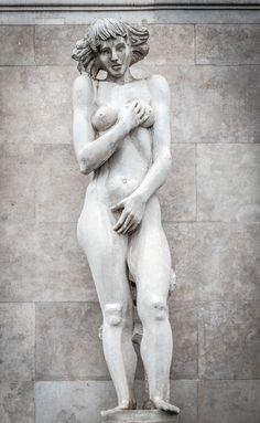 Nők gyönyörű szobrait találjuk mindenütt Budapesten | PestBuda