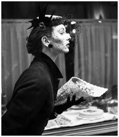 Suzy Parker in Paris. Photo: Georges Dambier.