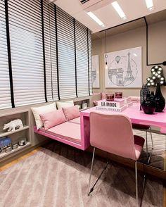 """151 curtidas, 12 comentários - Architect & Interior Designer (@thaisabohrer) no Instagram: """"Para o quarto da menina, um cantinho especial com futon e bancada de estudos ♀️ O tom de rosa,…"""""""