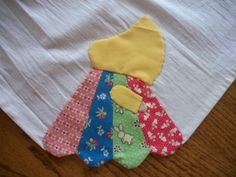Sunbonnet Sue Dresden Dish Cloth - @Jo's Country Junction  has come up with a charmingly sensational new way to make one of the most popular vintage quilt patterns, Sunbonnet Sue, into an everyday decoration. Brighten up your kitchen by adding applique quilt designs made from Dresden plate patterns to your dish towels.
