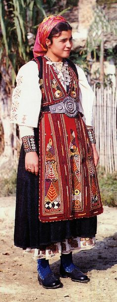 Folk Costume & Embroidery: Costume of the Karagouni, Thessaly, Greece Costume Tribal, Folk Costume, Ethnic Outfits, Ethnic Dress, Costumes Around The World, Folk Clothing, Local Women, Folk Embroidery, Beautiful Costumes