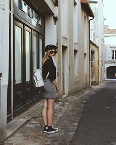 New blog post : ootd pour la rentrée ! Je porte ma jupe de chez @kiabi, mon pull de chez @ralphlauren et mon sac à dos de chez @zara ! Plus de détails sur le blog 🖤 • • #ootd #backtoschool #zaraaddict #oldschool #beret #frenchblogger #ootdsituation #blogger #amoipoitiers #topfrancebloggers Ralph Lauren, Pull, Nova, Mini Skirts, Blog, Fashion, Outfit, Bag, Moda